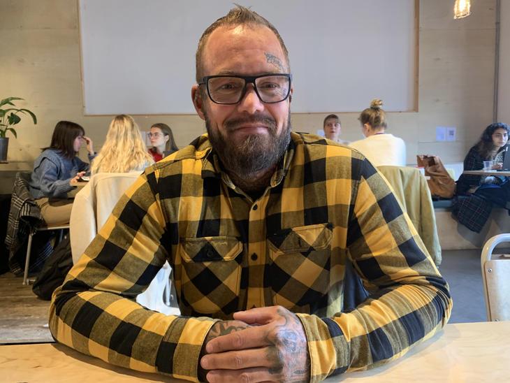 I dag har Bertil Norland et stødig fundament for livet sitt. det har tatt tid. — Det finnes ingen snarvei ut av rus. Man må ta skritt for skritt. Her er Nordland på kafé Pust på Majorstua i Oslo.
