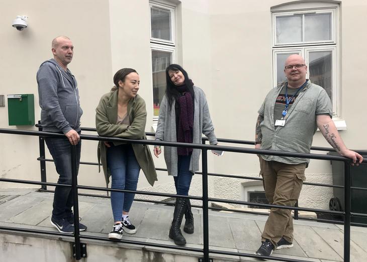 F. v. Stig Pettersen, Anne Løw-Hansen, Vivian Hovset og Roger Kjeldsberg jobber alle ved SAMUR, Samhandlingstiltak for ungdom med utfordringer knyttet til rus, i Trondheim. De ønsker seg kolleger med minoritetsbakgrunn for å bedre speile hele bredden i byens rusutsatte ungdomsmiljø.