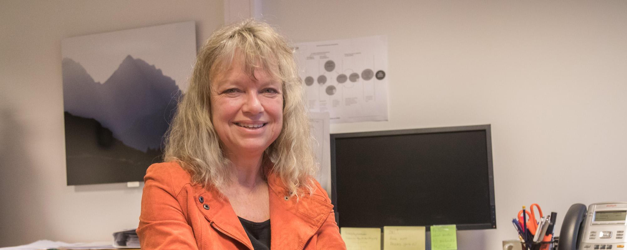 Linn-Heidi Lunde leder et pilotprosjekt som skal teste ut internettbehandling for dem over 50 og som har et risikofylt alkoholforbruk.