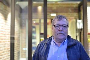 – Vi har drevet på kanten av loven, sier leder Øivind Pedersen ved enhet for psykisk helse og rus. Han har en vanskelig jobb med å få et knapt budsjett til å strekke til.