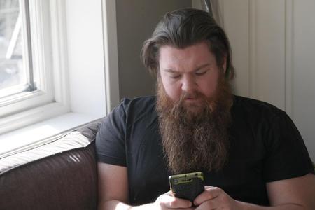 – Plukk opp telefonen og ring etter hjelp, eller snakk med noen du stoler på, sier Christoffer Lian